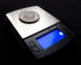 Eine Münzwaage zur Gewichtsbestimmung