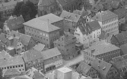 Das Nürtinger Amtsgerichtsgefängnis (Bildmitte), das 1967 abgerissen wurde, Foto von 1953, Vorlage StANT Nr. 1692 A