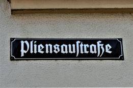 Straßenschild der Pliensaustraße in Esslingen (18)