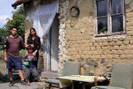 Der oben abgebildete Nürtinger Bettler zuhause in der Slowakei bei seiner Familiie. Sie lebt in extremer Armut. Foto: Manuel Werner, alle Rechte vorb.