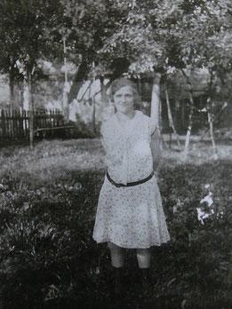 Emma Maier in den 1930er Jahren  im Garten des elterlichen Hauses. Foto: Privatbesitz Familie Kaßberger, alle Rechte vorbehalten!