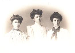 Al centro Adelaide Sardi (suor Gesualda). A destra Virginia Sardi (suor Teresina)