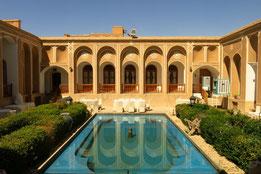 Innenhof des Laleh-Hotels