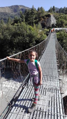 Keine Höhenangst - Miriam hat kein Problem mit Hängebrücken