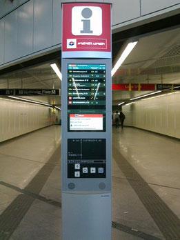 駅コンコースにあるインフォメーション