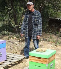 Bernard Zanda est l'un des exploitants du vallon du Réal dont les abeilles ont péri soudainement le 29 avril. Photo Le DL/B.T.