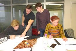 Studenten im Studiengang Sport- und Eventmanagement bereiten sich auf die Klausuren vor