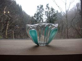 青いストライプの鉢