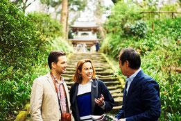 通訳案内とは、英語で観光案内や通訳業務を行うことである