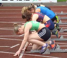 Theresa macht sich bereit für die 100m