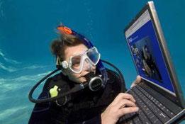 PC・スマホで事前学習ができるインターネット学習用コース。2日間の現地実習でライセンスが取得できます
