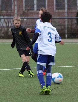 TuS D2-Jugend gegen Blau-Weiß Mintard. Fotos: p.d.