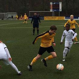 TuS C1 im Auswärtsspiel in Schonnebeck. - Fotos: s.v.g.
