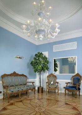 Дизайн интерьеров квартиры в дворцовом стиле. Фотография холла в квартире на наб. реки Мойки.