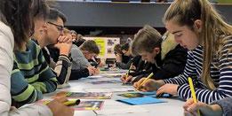 700 persönliche Briefe haben die KGS-Schüler an vier inhaftierte Frauen geschrieben. Quelle: Privat