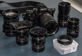 Im Test: Die SONY Alpha 7s2 mit 5 Objektiven für die LEICA M, Novoflex NEX/LEM Adapter und dem Vario-Tessar 24-70 mm. Foto: Klaus Schoerner