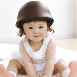 nicco HELMET            niccoにはママたちの思いがぎゅっと詰まってる。 安心安全な国産品質。 帽子みたいにおしゃれなデザイン。 子どもも、ママもniccoニコっとなるヘルメットで、 今日も一緒にお出掛けしよう。SSAFETY WITH SMILE & STYLE