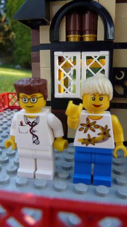 Le docteur Brickbloc et Cascaïs.