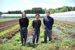 宮崎県綾町 南国農園 甲斐太さんとスタッフの写真