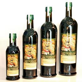 Steirisches Kürbiskernöl g.g.A. in der original-steirischen Kürbiskernöl-Flasche. Neues Design und besserer Lichtschutz.