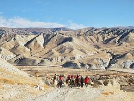 Upper Mustang Yoga Trek in Nepal, auf dem Pferd durch die Hochwüste Mustangs; Yoga Urlaub in Nepal, Yoga Trekking in Nepal