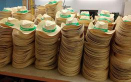 Konfektionierung von 3000 Strohhüten