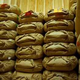 玄米の保管は低温倉庫で温度・湿度管理しています