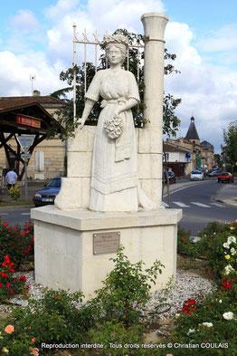 Speranza, sculpteur à Haux réalisa une sculpture monumentale de la Rosière de Créon. Jean-Marie Darmian nous raconte en trois volets la fabuleuse histoire d'Antoine-Victor Bertal, de son legs à la Ville de Créon et de la naissance des Rosières.