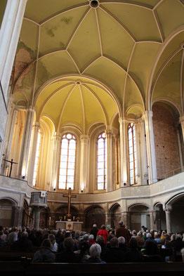 Zionskirche am 9.April 2015, beim Vortrag von Wolfgang Huber über Dietrich Bonhoeffer. Foto: Helga Karl