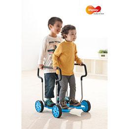 Jeu de taxi roller roulant au meilleur prix pour les enfants. Matériel de cycle roulant de taxi-roller à acheter pas cher!