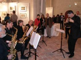 L'ensemble de saxophones en présence de l'invité d'honneur, l'artiste Shoichi HASEGAWA