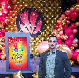 Rémy Ballons Créations accompagné son copain Pingouin