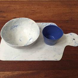 Planche, bol et coupelle en porcelaine teintée dans la masse. Atelier de céramique Brigitte Morel Paris
