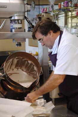 Mercredi 2 octobre : un homme, un métier, une passion. Jacques Guilloré de la confiserie Mignon au Pouliguen.COPYRIGHT  CAP ATLANTIQUE.