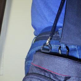 頑丈なバッグを鍵専用バッグにしており、ジーンズの作業用バッグから離れないようにしています