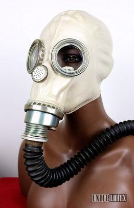 Polnische Gasmaske MUA aus grauem Gummi mit eloxierten Atemanschluß