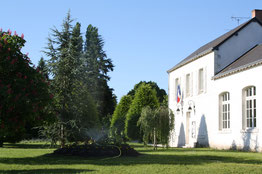 La mairie de Lassay-sur-Croisne, village touristique typique entre Sologne et Vallée du Cher, à quelques kilomètres de Romorantin