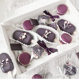 Lila Macarons, Cakesicles und Schoko Lollys