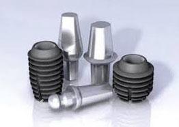 Verschiedene Formen von Kurzen Implantaten mit den dazugehörigen Aufbauten (Abutments)