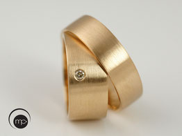 Rose Gold Wedding Rings with Champagne Diamant