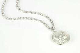 Silberne Halskette, granuliert