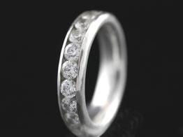Silberring mit weißen Zirkonia