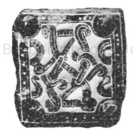 Gürtelbeschlag, 5 cm. Fundort Leudesdorf bei Andernach. Museum Bonn. Eisen, mit Silber und Erz tauschiert.