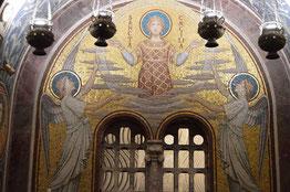 Imagen de Santa Cecilia en la cripta de la Basílica