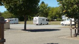 Parking St Sylvestre sur Lot N 44.396249 - E 0.804706