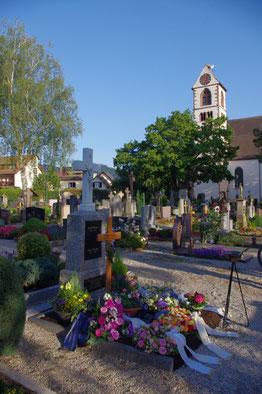 Grabstätten auf dem Aten Friedhof Kirchzarten im Innerort bei der St. Gallus Kirche