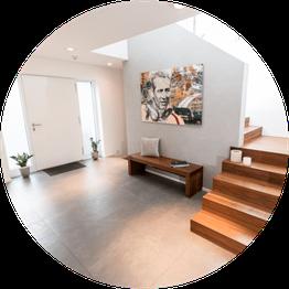 Moderner, heller Eingangsbereich, von unserem Architekturbüro geplant und umgesetzt