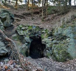 Die Karl-May-Höhle im Oberwald, gelegen zwischen Hohenstein-Ernstthal und Callenberg. (Foto: Markus Pfeifer )