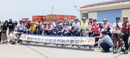 石垣島内サイクリングを目的に来島した中華民國自行車協會メンバー=石垣港