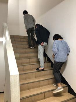 階段での一本杖の昇降体験